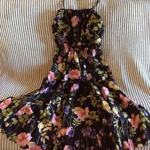 Beautiful Express med floral midi dress. Like new